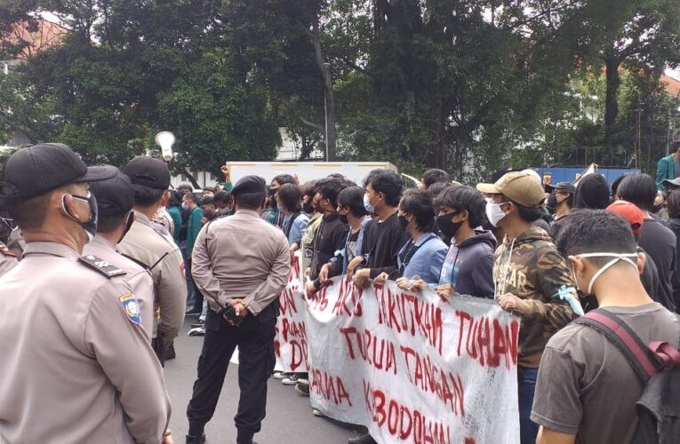 Aksi Demo Mahasiswa Bogor Tolak UU Cipta Kerja (Omnibus Low)