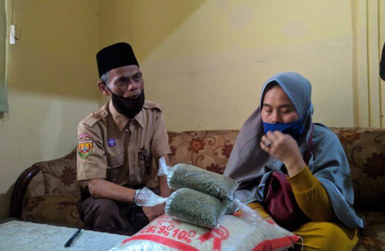 Kepedulian PT.  Aam Prima Artha terhadap keluarga yang terpapar Covid-19 di Desa Banjarwaru Kecamatan Ciawi Kabupaten Bogor.